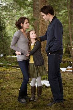 Bella Renesmee & Edward ~ Twilight Breaking Dawn