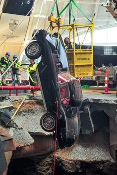 How GM Saved the Millionth Corvette From a Sinkhole Workers remove three damaged Corvettes from the sinkhole beneath the National Corvette Museum in Bowling Green. Black Corvette, 1958 Corvette, Old Corvette, Corvette Summer, Classic Corvette, Chevrolet Corvette, Chevy, Corvette History, Classic Hot Rod