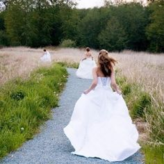 """3 Best Friends decided to have fun and do a """"Relive the Dress"""" session together at Campbell Valley Park!"""