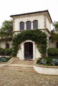 Spanish style home @ Santa Barbara. Spanish Style Homes, Spanish House, Spanish Colonial, Spanish Design, Spanish Revival, Style Tropical, Mediterranean Homes, Facade House, Exterior Design