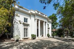 The Chandler House - a rare opportunity to restore & update a brilliant Neoclassic estate de-signed by Wallace Neff for the Ralph J. Chandler family. Adjoining the Wilshire Country Club golf course & inspired by the Chateau de Louveciennes, it has over 8000 sq ft of barely touched grand space & scale. The public rooms are all extraordinary, with regal details, including balus-trades, exceptional, intricate moldings, light fixtures & a majestic 30 ft high rotunda entry. A sweeping…