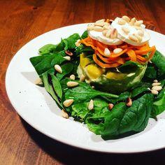 #beautiful #spinach #spinat #salad #lowcarb #lowfat #healthy #carrots #ziegenkäse #goatcheese #goatcheessalad