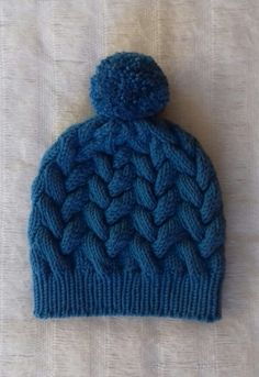 Chunky Cable Hat knitting project by Mirka Cable Knitting, Free Knitting, Easy Knitting Patterns, Knitting Projects, How To Purl Knit, Girl With Hat, Knit Beanie, Knit Crochet, Knitted Beanies