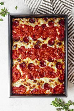 Nov 2019 - Detroit style pizza is crunchy, golden, gooey with melted mozzarella, and easier to make than you think. Get this epic comfort food recipe today and make all your pizza dreams come true. Detroit Style Pizza Recipe, Detroit Pizza, Pizza Dough Recipe Ny Style, Mozzarella, Pizza Recipes, Cooking Recipes, Dinner Recipes, Deep Dish Pizza Recipe, Flatbread Pizza