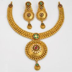 Explore the trendy collection of gold necklace set at Waman Hari Pethe Sons. Antique Jewellery Designs, Gold Earrings Designs, Gold Jewellery Design, Necklace Designs, Gold Pendent, Urban Jewelry, Gold Jewelry Simple, Gold Set, Bridal Jewelry