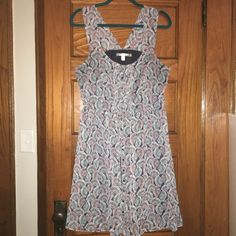 Flowy and Flirty sun dress Effortless full button up flirty sun dress. Super cute. Wore it once while walking the streets of Miami with cute flats and a straw hat. Approx 38 inches in length. 100% Polyester. Size 16 Lauren Conrad Dresses