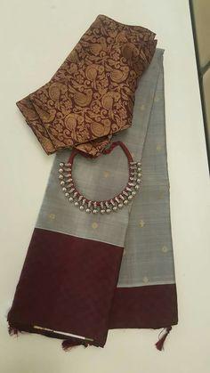 A kurta and chudi in the same combo would look great! Trendy Sarees, Stylish Sarees, Fancy Sarees, Cotton Saree Blouse Designs, Fancy Blouse Designs, Maroon Saree, Saree Trends, Saree Models, Elegant Saree