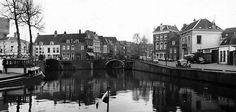 1955. De Bemuurde Weerd met zicht op het begin van de Oudegracht. Oh, wat eer rust....! (HUA)