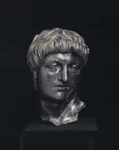 Fragments d'une statue équestre de Néron Troisième quart du Ier siècle après J.-C. Cilicie (Turquie actuelle).