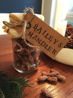 DIY Brændte mandler med Baileys | livingonabudgetdk Christmas Snacks, Christmas Goodies, Christmas Candy, Candy Recipes, Snack Recipes, Healthy Candy, Baileys, Food Inspiration, Tapas