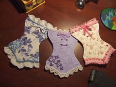 Perfect for topping a card! Corset's 4 and 5 by giasiana - Cards and Paper Crafts at SplitcoaststampersSeriously cute corsets for topping a card-these would be perfect for lingerie shower invite or card.very pretty lacy corset card toppers - cute cor Origami Vestidos, Pochette Diy, Dress Card, Lingerie Party, Lace Lingerie, Candy Cards, Shaped Cards, Marianne Design, Diy Cards