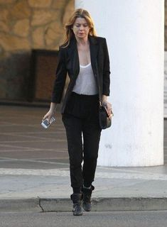 Ellen Pompeo Blazer - Ellen Pompeo added structure to her look in a black blazer and sheer white tank. Ellen Pompeo, Greys Anatomy Derek, Grays Anatomy, Merideth Grey, Greys Anatomy Characters, Casual Outfits, Cute Outfits, Grey Anatomy Quotes, Business Casual Attire