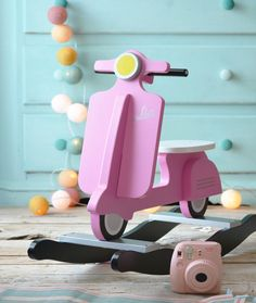 Diy Wooden Projects, Wooden Diy, Wood Crafts, Diy For Kids, Crafts For Kids, Childrens Bookcase, Wooden Toy Trucks, Barbie, Creation Deco