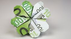 Money gift Idea for birthday: fold shamrock out of euro banknotes. Origami instructions for making a creative money gift for … Money Origami, Origami Easy, Christmas Origami, Christmas Gifts, Christmas Design, Envelope Origami, Don D'argent, Folding Money, Useful Origami