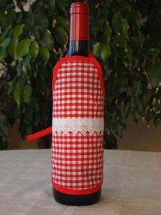 Delantal para botellas hecho de tejido algodón/poliéster y cinta de algodón. Lavable a 30 grados. Bottle, Mini, Home Decor, Tela, Dishwasher, Soaps, Wine Bottles, Decorated Bottles, Aprons