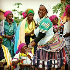 Tsonga people singing and dancing, by OnRouteMag Xhosa Attire, African Diaspora, People Of The World, Divine Feminine, Traditional Outfits, Fashion Prints, South Africa, Singing, Culture