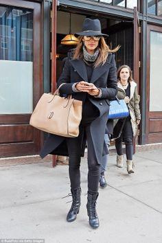 ¡Los 3 looks de Alessandra Ambrosio!-¡Ya es miércoles Trendyers! Nos encanta este día de la semana, nos hacen pensar en lo cerquita qu ...