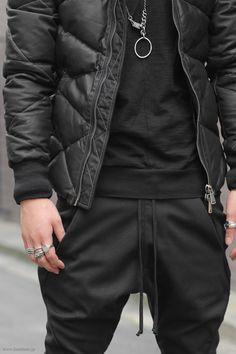 Repin: Black SportyStyle || Streetstyle Inspiration for Men! #WORMLAND Men's Fashion