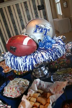 Easy Homecoming centerpiece with spirit shaker and footballs and mini helmet Cheer Banquet, Football Banquet, Football Cheer, Football Tailgate, Football Birthday, Tailgating, Football Decor, Football Wedding, Football Parties