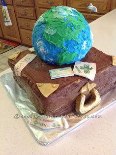 Around the World Travel Cake... This website is the Pinterest of birthday cake ideas