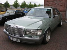 Mercedes W126 S-class in a nice mint green color.