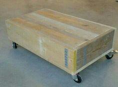 Hocker/bijzettafel op zwenkwielen  gemaakt van oud (gebruikt) steigerhout.Het meubel wordt standaard geschuurd geleverd(splintervrij). Verdere afwerking in overleg. Elke kleur en elk formaat leverbaar. Bekijk ons volledig portfolio via: www.facebook.com/DeJongVintageDesign of vraag vrijblijvend een offerte aan via: DeJongVintageDesign@Gmail.com