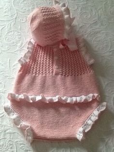 18 Ideas baby clothes for girls hats for 2019 Baby Knitting Patterns, Baby Girl Patterns, Knitting For Kids, Crochet For Kids, Knitting Designs, Knit Baby Dress, Knitted Baby Clothes, Knitted Hats, Baby Set
