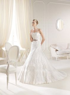 <strong class='info-row'>La Sposa</strong> <div class='info-row description'>Costura Collection - Inneca</div> <div class='row info-row text-center'> <div class='col-xs-6 col-xs-offset-3'> <a class='image-caption-view-website' href='http://www.lasposa.info/wedding-dresses-2014/costura-collection-inneca' rel='nofollow' target='_blank'> <div class='view-website'>View Website</div> </a> </div> </div>