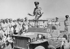 #WW2, #Tunis, north africa. General Alexander speeching British soldiers on a #Willys #jeep #slatgrill model. Notice the shield of the British Eight Army at the left mudguard.