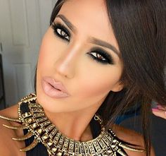 Love this fierce and dramatic eyeshadow look paired with neutral lipstick!!…:)