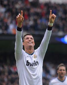 Ronaldo scores the perfect hattrick (Left foot, right foot, header) in 10 minutes (61', 65', 71') - 20130127-La Liga-Real Madrid vs. Getafe