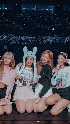 This to all blinks . Blackpink will be having a comeback probably, mid June ! Kpop Girl Groups, Korean Girl Groups, Kpop Girls, Blackpink Jennie, Foto Rose, Blank Pink, Blackpink Poster, Chica Cool, Lisa Blackpink Wallpaper
