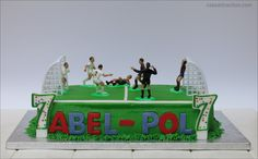 Tarta futbol apta solo para forofos. Bizcocho de chocolate y crema super verde!. Paso a paso en el blog!