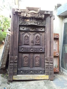 Antique door out for sale in Chennai. Pooja Room Door Design, Kerala House Design, Kerala Houses, Pooja Rooms, Antique Doors, Main Door, Indian Home Decor, Room Doors, Paint Furniture