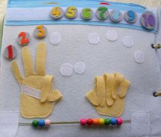 manos uñas intercambiables y anillos