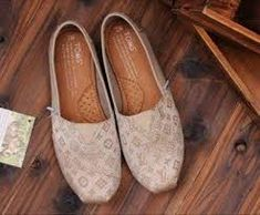 Toms shoes are all discount, and time is limited.The price is only $17.95.
