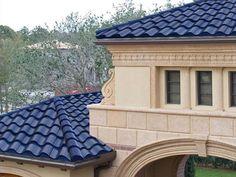 SOLÉ. A placa, que tem o formato de uma telha de barro e é comercializada na cor azul escuro, funciona da mesma maneira que aquela um tanto sem graça comumente usada.