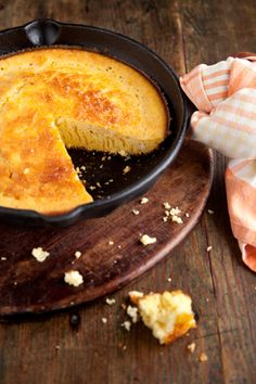 This is the best corn bread recipe. Moist but not too sweet. Paula Deen Moist and Easy Cornbread Paula Deen Cornbread, Buttermilk Cornbread, Moist Cornbread, Paula Deen Corn Casserole, Easy Cornbread Recipe, Homemade Cornbread, Cornbread Recipe From Scratch, Slow Cooker, Great Recipes