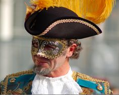 Venice Carnival Hat - Photo taken by Jamie Riddell in 2007. Published on www.flyawwway.com. Click on the image for more Venice Carnival images