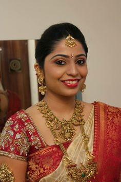 South Indian Bridal Fashion - We Inspire South Indian Bride Each Month Bridal Eye Makeup, Indian Bridal Makeup, Indian Bridal Fashion, Bridal Beauty, Gold Temple Jewellery, Gold Jewellery Design, Gold Jewelry, Antique Jewellery, Bridal Jewellery