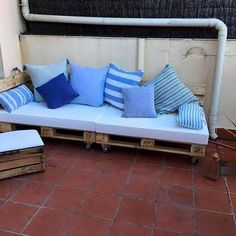 Prime Diy Patio Furniture sofa and Love Seat Using Pallets – Ottoman On Pin Pallet Ottoman, Pallet Sectional, Pallet Daybed, Pallet Seating, Diy Pallet Sofa, Diy Sofa, Diy Pallet Furniture, Sofa Furniture, Pallet Patio