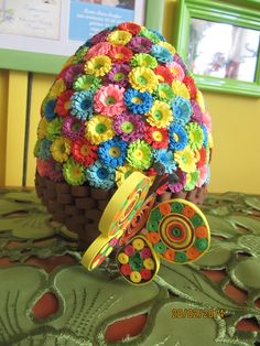 Quilingowe jajeczko:) Koszyczek z kwiatuszkami:) Zapraszam na inne różności do ich komentowania i opiniowania:) na staniolek26@blogspot.com