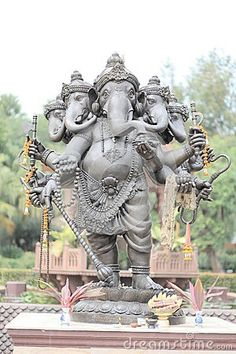 Five headed statue of Ganesha Jai Ganesh, Shree Ganesh, Ganesha Art, Lord Ganesha, Ganesha Painting, Eco Friendly Ganesha, Om Gam Ganapataye Namaha, Hindu Rituals, Lord Shiva Family