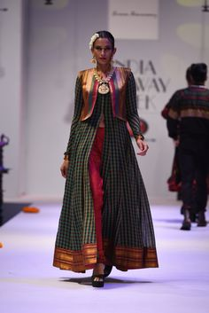 Shravan Kumar India Runway Week Grand Finale 2015 Saree Gown, Sari Dress, Anarkali Dress, Salwar Designs, Blouse Designs, Indian Dresses, Indian Outfits, Abaya Fashion, Fashion Dresses
