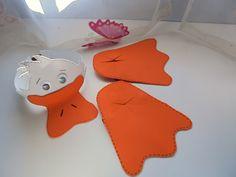 VISERA Y COBERTORES DE ZAPATOS DE PATO Realizados en Goma Eva, ajustables con cinta elástica... cómodos y divertidos... ...