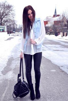 Camisa branca + colete jeans. Amamos!