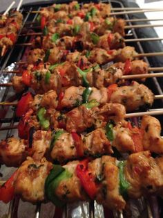 Myntemarinerede kyllingespyd – Mad for Galleriet Kung Pao Chicken, Fried Chicken, Asian Recipes, Healthy Recipes, Ethnic Recipes, Danish Food, Party Drinks, Tapas, Food And Drink