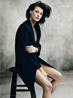 Photography Poses : Linda Evangelista by Norman Jean Roy, Vanity Fair España, Sept. styled by. Fashion Photography Poses, Fashion Poses, Glamour Photography, Photography Women, Portrait Photography, Photography Tips, Modeling Photography, Fashion Portraits, Fashion Editorials