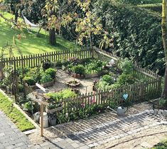 DER BAUERNGARTEN You are in the right place about cafe exterior Here we offer you the most beautiful pictures about the exterior photography you are looking for. When you examine the DER BAUERNGARTEN Vegetable Garden, Garden Plants, Garden Spaces, Herb Garden, Garden Design Plans, Garden Cottage, Farm Gardens, Plantation, Dream Garden