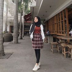 date party outfit Modern Hijab Fashion, Street Hijab Fashion, Hijab Fashion Inspiration, Muslim Fashion, Ootd Fashion, Modest Fashion, Korean Fashion, Fashion Outfits, Casual Hijab Outfit